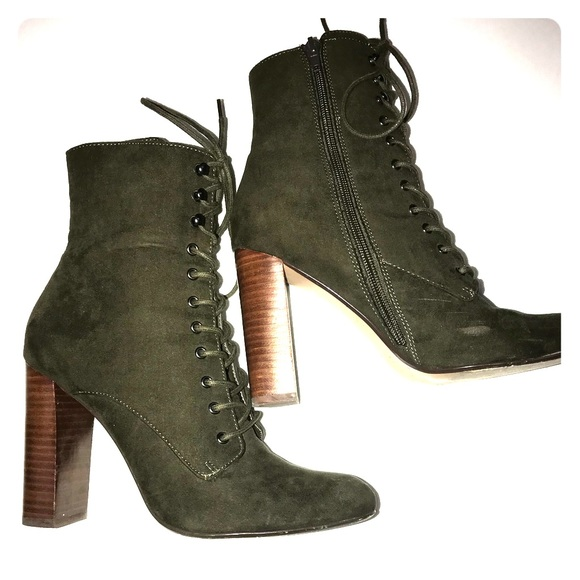1688644315a Steve Madden Olive Green boots